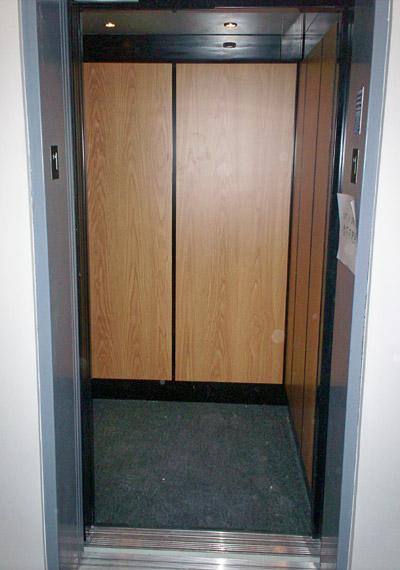 elevator_com1